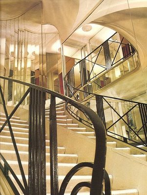 Chanel mirrored stairway (shelterinteriordesign blog)